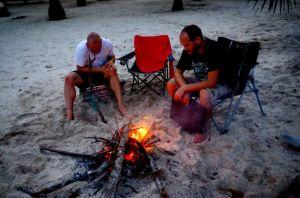 Lagerfeuer in der Mwazaro Beach Lodge