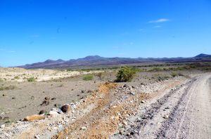 Trockenes Land kurz vorm Lake Turkana